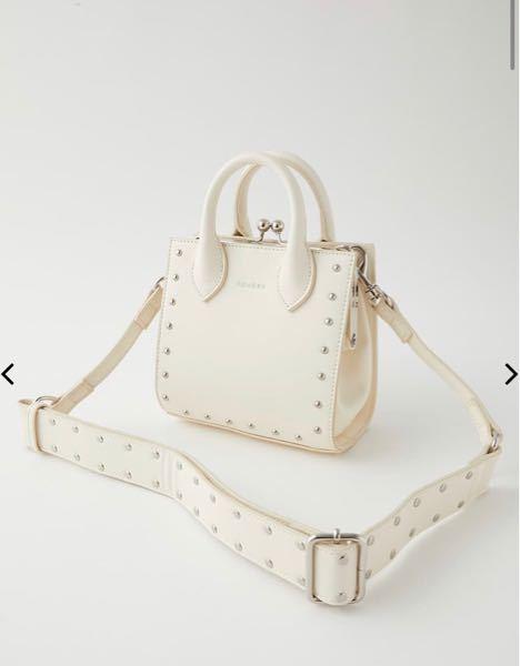 Moussyの下の写真のバッグはどのくらい物が入るのでしょうか? サイズ〈縦16横17マチ9ショルダー最大110〉
