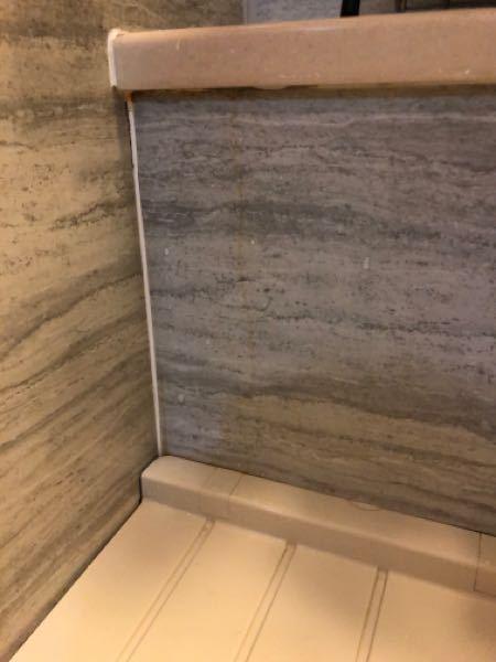 浴室の黄色い汚れはどうやれば取れますか?洗剤やメラミンスポンジで擦っても落ちませんでした。