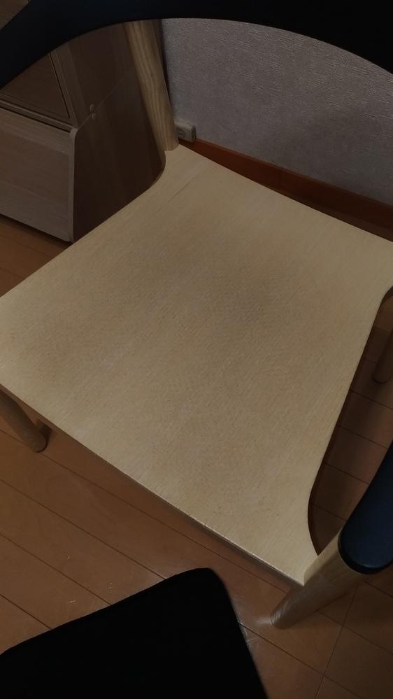 PLANK社のMONZA(モンツァ)という椅子の上に今流行のジェルクッションを置いて使用していたら、 カバーの裏の滑り止めの跡が座面についてしまって取れなくなってしまいました。 水拭き、床用のワ...