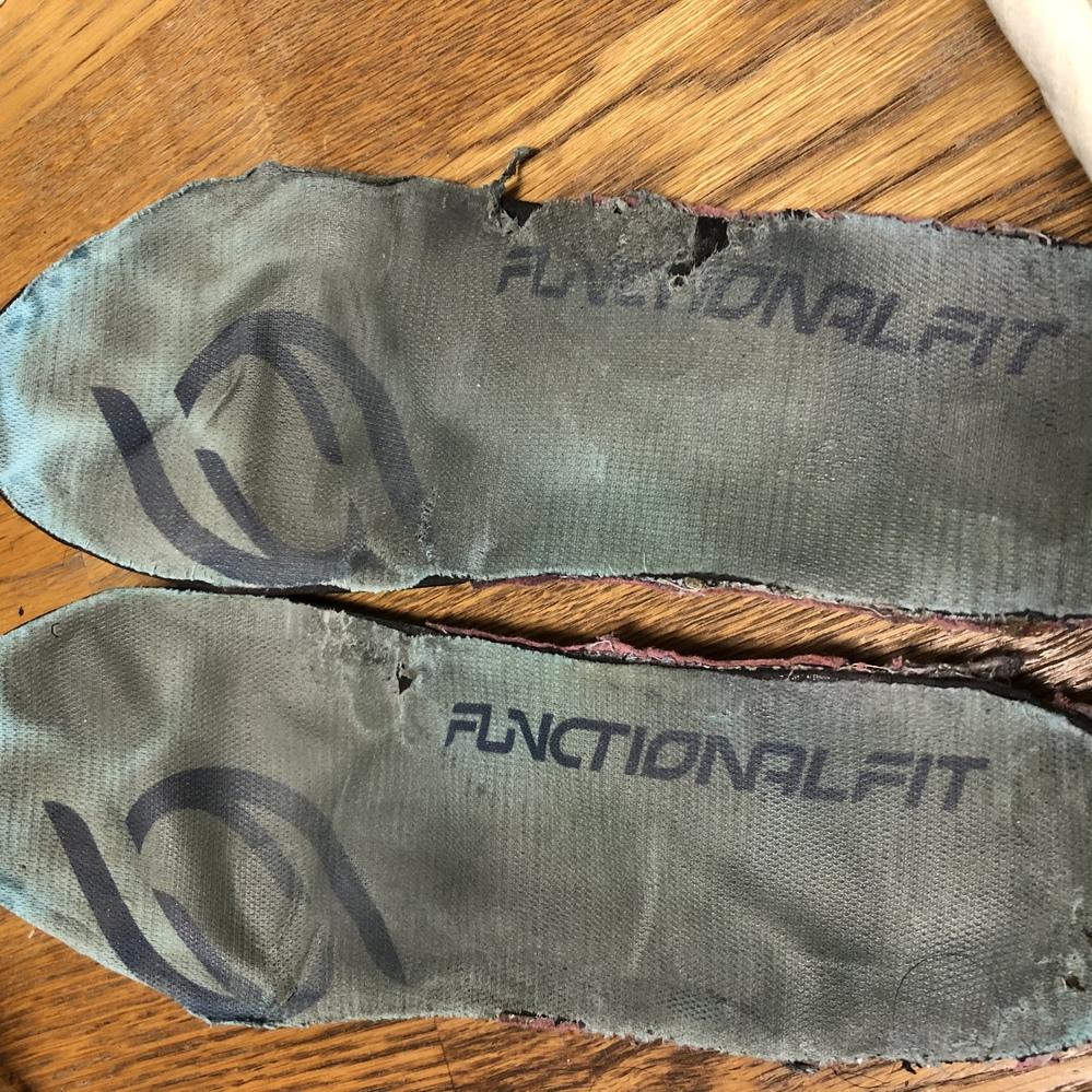 画像のものについて質問。 素足履き専用のです。そろそろ買い換えるべき?