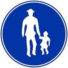 運転免許学科問題の質問です。 この標識がある所は、歩行者が多いことを示している。 これは×ですよね。