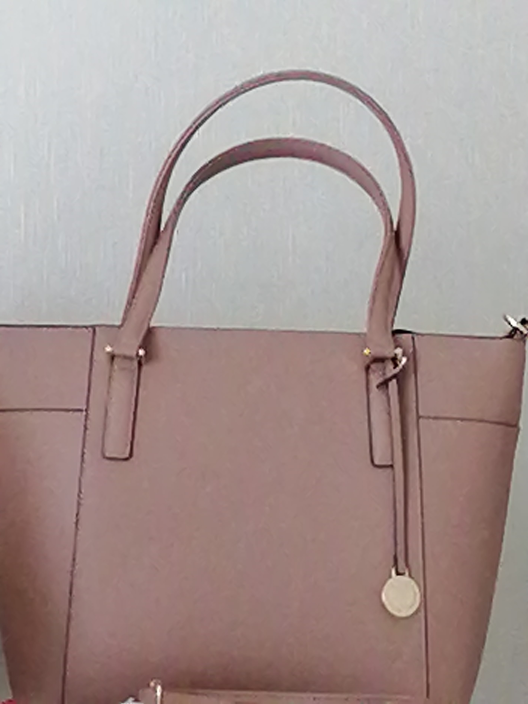 このバッグを普段から使うつもりですが オネエにみえるといわれ、少し戸惑いがあります。 気に入っているのですが、そんなに変ですか?