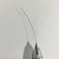 えっ、、今ボールペンを使っていたら先から針金のようなものが出てきて、取れると思って引っ張ってみたらどんどん出てきてしまいました、、 ボールペンって中に針金入ってるのですか?それとも異物混入か何かです...