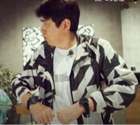 石橋貴明 さんが「LINEクレカ」CMで着てる服(ジャケット)はどこのですか?
