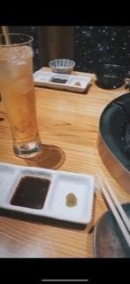 この画像の居酒屋さんの名前分かる方いますか? 元町駅の近くだったと思うのですが思い出せません、、もつ鍋のメニューがあったはずです 鶏肉の盛り合わせのメニューもあったきがします