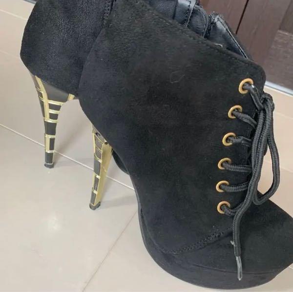 このヒール部分が特徴的なブーツが、 どこのブランドの物か、又はどこで買えるかわかる方いらっしゃいますか??