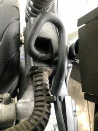エンジンからエアクリーナーまで伸びるホースはなんの役割ですか?