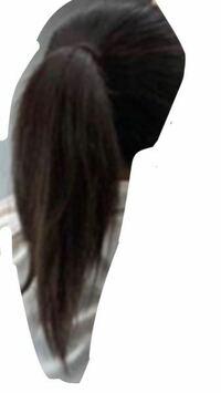 髪の毛のボワっ?を抑える方法はありますか?? ストレートパーマや髪の毛をすいたりはするのですが、すぐに増えてぼわっとなってしまいます。。 画像が分かりにくくて申し訳ないのですが、もっとポニーテールがスッとまとまった感じになりたいんです。なにか、ケアやくくり方、まとめ方、などなにかいい方法があれば教えて下さい。