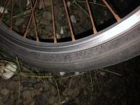 自転車の前輪のチューブとタイヤの交換をしようと思います。  全くのど素人ですが、できるかな?工具もありません‼️ 詳しい方、ど素人でどれくらいの時間で出来るかと、必要な工具、チューブとタイヤ以外に交換...