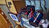 バッテリー並列接続  ソーラーパネル→バッテリー→インバーターの配線のアドバイスをお願いします なぜか満充電されないんです 並列配線方法がおかしいのかな?