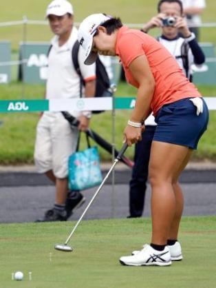 女子ゴルフの畑岡奈紗は、男子と戦えるレベルですか?