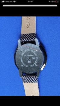 フォリフォリの腕時計について〜 裏のセンターにあるボタンを押して 時刻を合わせるらしいのですが、 全くやり方がわかりません。 知っている方教えてください(_ _).。o○