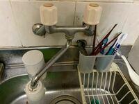 食洗機を家に欲しいと思い、メルカリで安いのを探したりしてます。ただ工事不要で分岐水栓がどうのこうのなど難しいことが多いです。写真の物には使えない分岐水栓などあるのでしょうか。また分岐水栓と食洗機は...