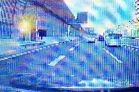 オービスかも? 京葉道路の東京方面 船橋料金所付近で夕方まぶしいぐらいの光をうけました。 しばらく残るぐらい明るく白い感じの光で ドラレコを確認すると黄色いフラッシュが出ていました。 赤色のフラッシュ以外にもあるんでしょうか? ちなみに交通量も多く速度は大体70キロを少し超えたぐらいだと思います。 60キロ道路で80キロ以下で走っているはずです  これはオービスなんでしょうか?...