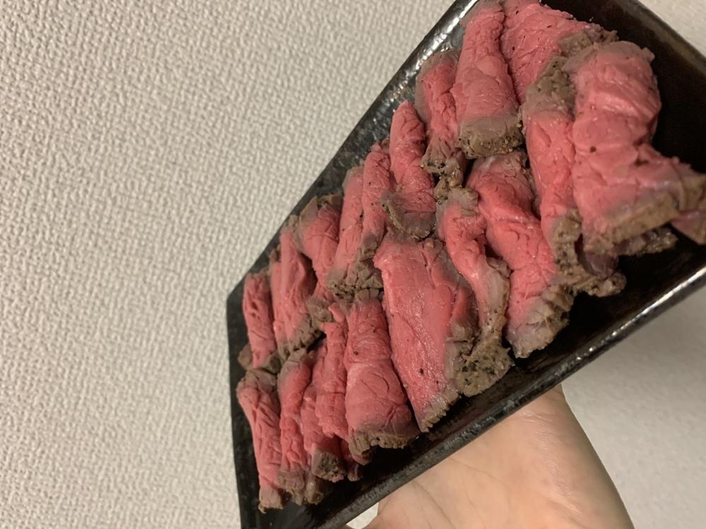 ローストビーフを作ったのですが 初めてなので、火入れ具合が心配です、、、 表面を焼いた後、ジッ...