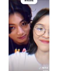 ティックトックに載ってたやつだと思うんですがこんな風に合成の動画って簡単に作れるものなんですか?? K-POP系って合成写真とか動画とか多いですが韓国ってそんなみんな合成上手いんですか?笑 (うますぎてど...