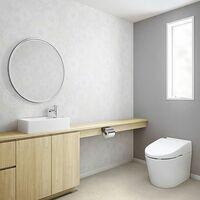 トイレのクロスは白系統の色にするべきではないでしょうか。 確かに白は汚れが目立ちます。 ですから、白のクロスが貼ってあるというのは、かえって、掃除が行き届いている事の証明にもなります。  茶系統のクロスだと、本当は汚れているのではないかと、来客者などは思うかもしれません。  汚れ防止クロスまでは必要なくても、中級品の、柄のない、ビニールが厚めのクロスなら、手入れも比較的容易です。  十数年お...
