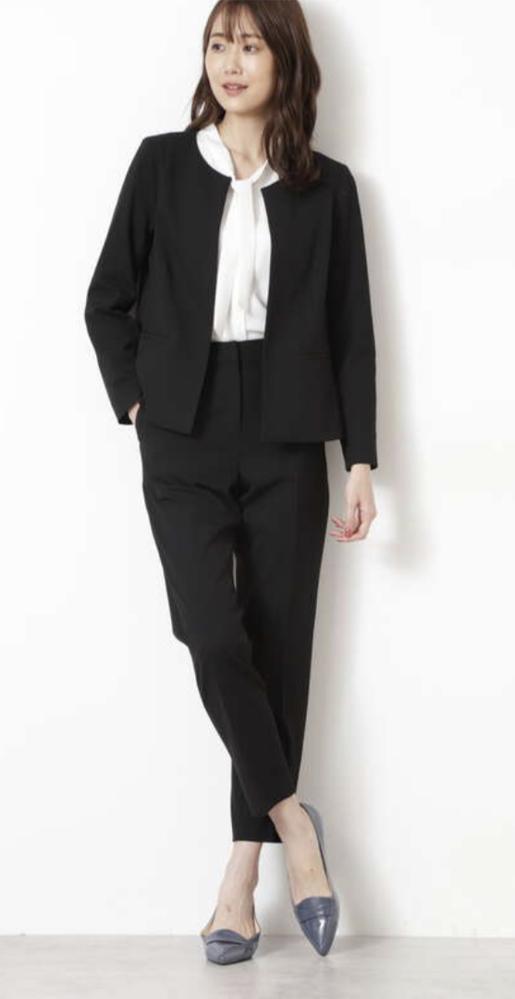 アラフォー女性の転職の面接にノーカラージャケットはやめた方がよいでしょうか。