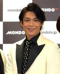 歌謡コーラスグループ・純烈のリードボーカル・白川裕二郎さんは、なぜ43歳に見えないのですか? 年より若く見えます。若さの秘訣を教えてください。