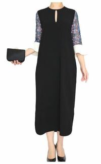 このドレスおしゃれだと思いますか? 結婚式に着て行けますか?