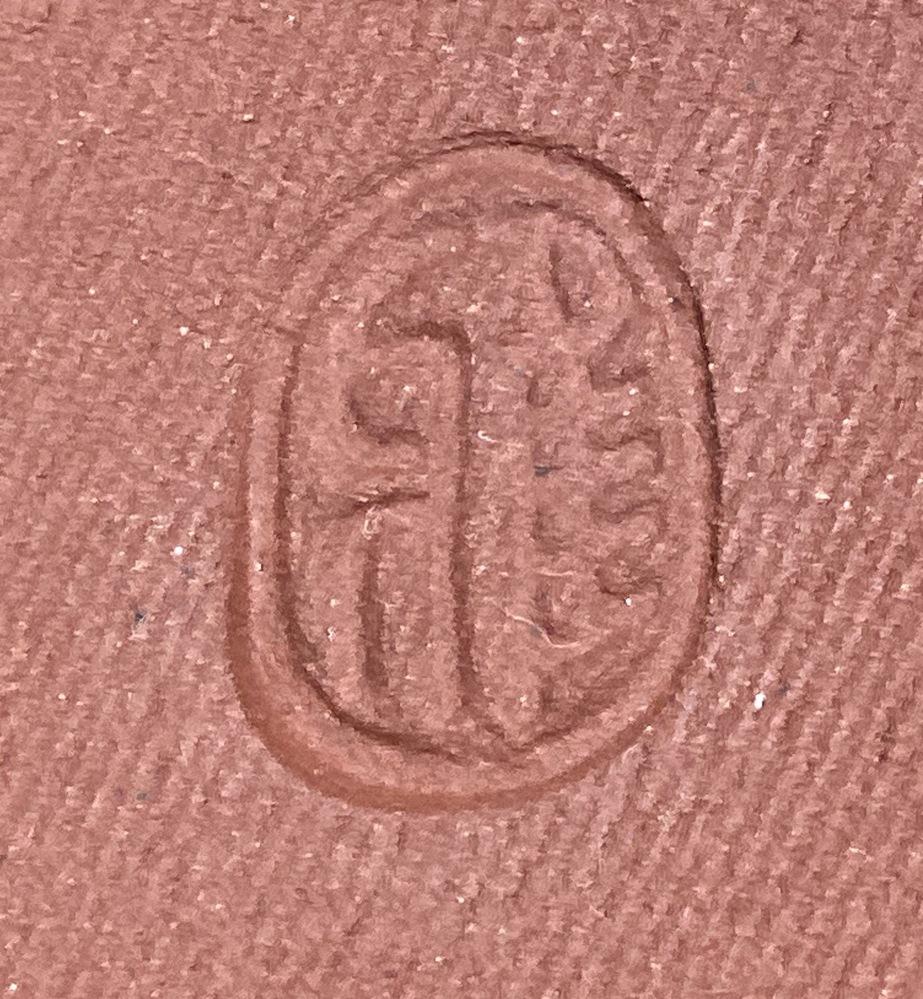 こちらの皿、上野焼と聞いたのですが、裏の陶印を見てもよく分かりませんでした。 なにか漢字一文字の印かなと思いますが、わかりません。雅? どなたか作家さん、窯元さんがお分かりでしたら、よろしくお願...