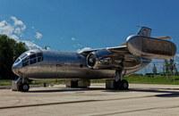この飛行機はカッコよくないですか? 世界初のジェット式の垂直離発着可能な輸送機です 実は半世紀以上前に飛行しました。 リアル「サンダーバード2号」とも言える機体です。 「DO.31」という機体です。 ただ残念...