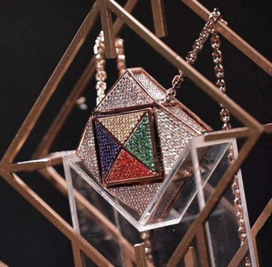 至急 ハロウィンに虹プロのキューブを作ろうと思っているのですが、何で作ったらいいと思いますか? 取り外しも出来るようにしたいですが...