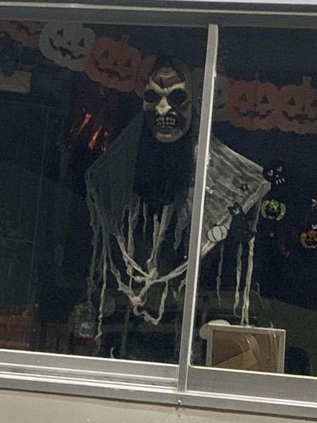 今日薄暗い帰り道に横を見たらこのハロウィンの飾りが飾ってありました。怖すぎて心臓が止まりそうでした。訴訟したら勝てますか?