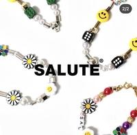 自分でネックレスを作りたいんですが このサルーテみたいなチャームってどこに売ってるのか教えてもらいたいです。 サイトとか教えてくださるとありがたいです。
