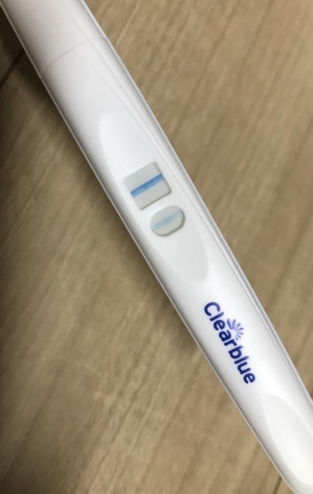 妊娠検査薬 クリアブルーについて はじめまして。 知恵袋への投稿は初めてなので失礼な点がございましたら申し訳ありません。 以前はストレスなどで生理が遅れることはありましたが、今月はまだ生理が来...