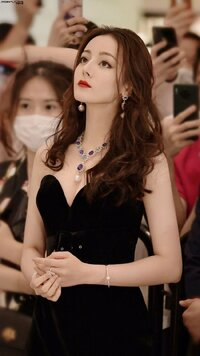 Twitterの拾い画なのですが、この美人さんのお名前わかる方おられますか? 中国のアイドルか女優の方だと思うのですが名前がわからず悶々としています。 教えていただけると大変助かります。