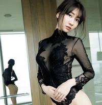 柏木由紀さんは、胸はデカイですか?。垂れ乳ですか?。今現在のスリーサイズがわからないまま