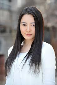 仲間由紀恵さんと中森明菜さん どっちが美人だと思いますか??