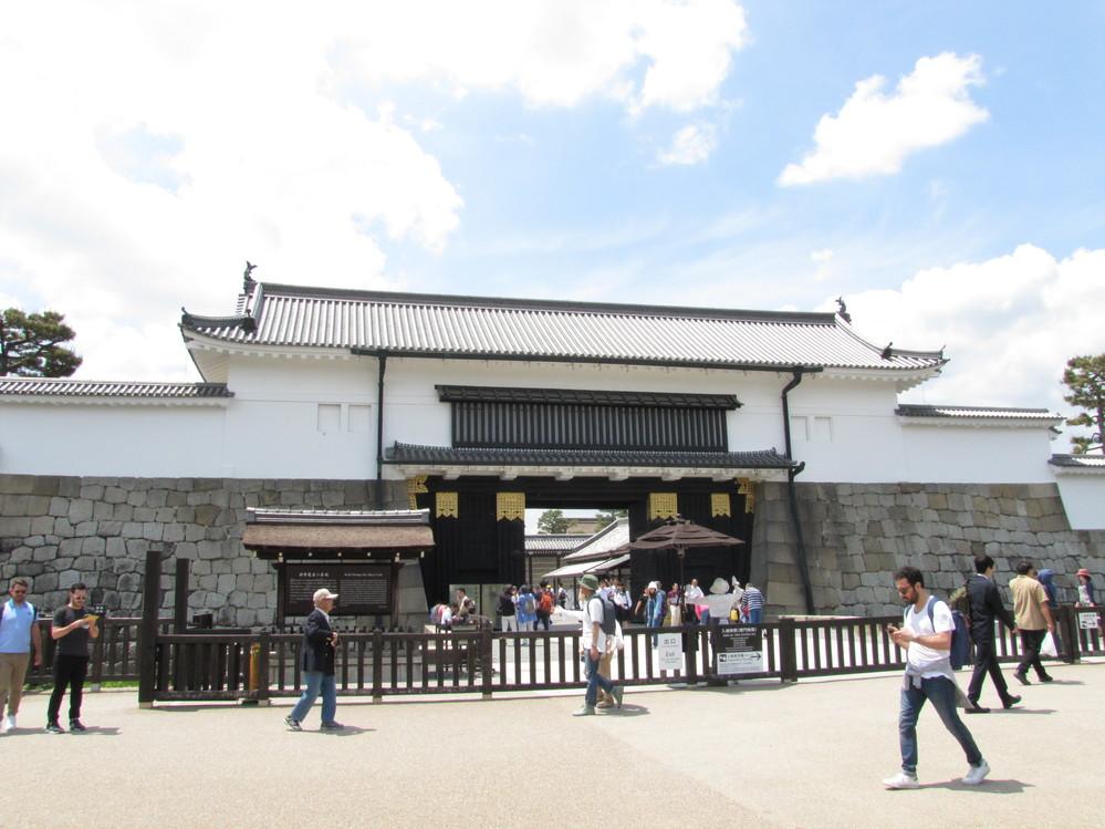 京都 二条城の当時の位置づけなのですが、当時は京都御所が皇居で平安京が霞が関で二条城が庭園付応接室
