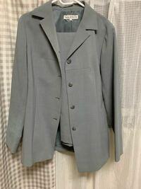 正社員の面接(飲食店)でこのスーツの形はダメですか?
