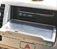 カーナビの不具合について CDを入れ直そうと入れていたCDを出した後 この状態から動かなくなりました。 戻し方わかりますでしょうか。  中古で買った時からついてたので、 古い型ですが何も支障なく支えておりま...