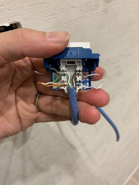 LANケーブルの配線について質問です。 グットスを使って壁の中に新しくLANケーブルを引っ張っています。 LANケーブルにA配線、B配線があると思いますが、B配線のケーブルをグットスにAパターン...