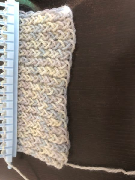 100円ショップでマフラーリリアンを買いました。最初の部分つまり編み込んで下の部分も最後終わりのように編み込みするんですか?初心者なのでよくわからないので教えてください