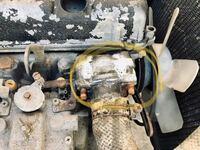 車の整備に詳しい人教えてください。 黄枠のハウジング(?)をエンジン本体から 外したいのですが20年くらい放置されていた エンジンなので固着して取れません どうしたら良いでしょうか? プラスチックハンマーで...