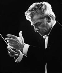 指揮者ってどんなに長い曲でも暗譜してるんでしょうか? カラヤンとか… ずっと目をつぶったまま指揮してましたよね? (^。^)♪