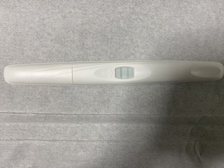 妊娠希望です。 11/24産婦人科にて26, 27がタイミング取るのにいい日だから排卵検査薬で見てみてと言われ26日に一枚目の反応が出たのでトライしました(1枚目) 今朝27日は昨日より反...