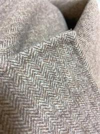 ロングコートを買ったのですが、思ったよりロングコートが似合わなくて、丈詰めをしたいのですが、一枚仕立てで裏地がなく、 縫い方が分からないので、わかる方がいたら教えていただきたいです 素材はウール80%で...
