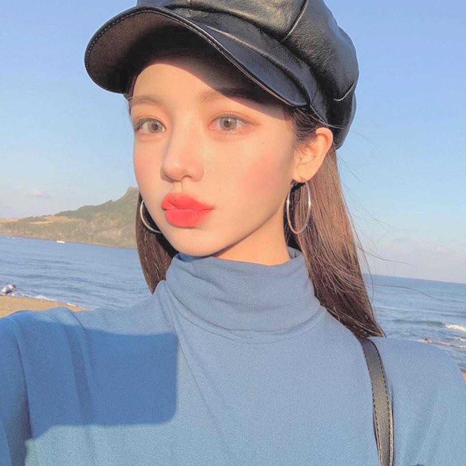 すみません誰かこの韓国人(だと思う)の女の子の名前わかる方いますか〜?