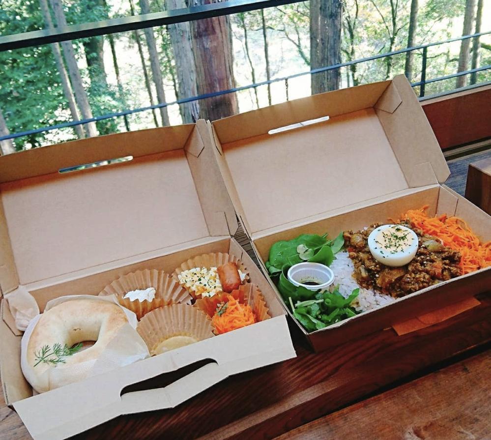 香川県でオシャレなお弁当が買えるカフェを探しています。 写真は敷地内で食べるものですが、このようなボックスでテイクアウトできるところがあれば教えて頂きたいです。