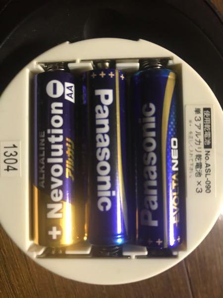 電池の混合について質問です。写真の様に、パナソニック製の単3電池(1.5V LR6 アルカリ電池)とネボルーション製の単3電池(1.5V LR6 AA LR6 アルカリ電池)を混ぜて使うことは問...