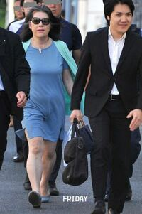 小室圭くんと秋篠宮眞子さまの結婚に反対する人は、圭くんのお母さんのファッションが気に入らないのですか?