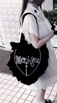 暗黒微笑ちゃんが持っているこのバッグはどこのブランドのものですか?