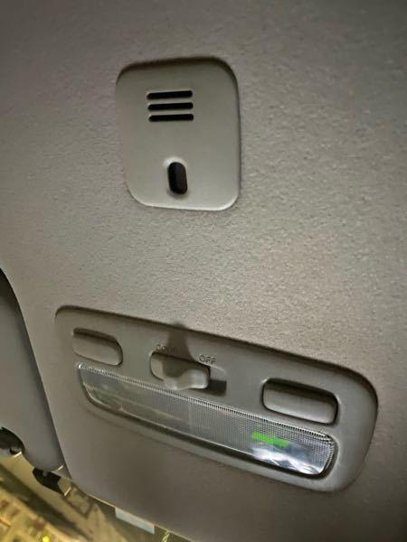 トヨタ ウィッシュ10系にあるライトの上にあるやつってなんですか? ライトつけると光るのですが、、