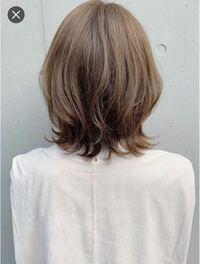 美容院でやり直しってできますか? 先日写真のようにカット+低温デジタルパーマでウルフヘアにしてもらいました。 パーマした日はとても良くて、当日はちゃんとシャンプーせず、翌日夜に洗髪し教えてもらったスタイリングを自分なりにやってみたのですが、 ウルフヘアがなぜか聖子ちゃんヘアみたいになってしまいました。 ワンカールもあちこち向いてしまい、自分ではもうどうやってスタイリングしていいのか分からなく...