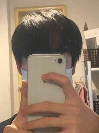 高校2年生男子です どうしても前髪の付近につむじがあるせいで前髪が変になってしまいます横に流してもダメなのですが何か対策、又はおすすめの髪型はありますでしょうか